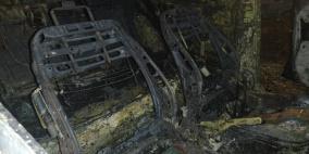 مستوطنون يضرمون النار في مركبتين