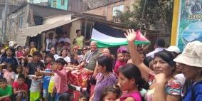 سفارة فلسطين تشارك اطفال البيرو في المناطق المهمشه فرحتهم بعيد الميلاد