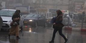 الطقس: منخفض جوي عميق وأجواء ماطرة وعاصفة وشديدة البرودة