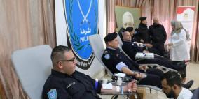 الشرطة تنظم حملة للتبرع بالدم بالتعاون مع بنك الدم الوطني في رام الله