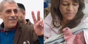 اسير معتقل منذ 34 عاما  يرزق بطفلته الأولى عبر نطفة  مهربة