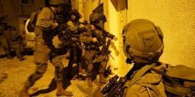 الاحتلال يعتقل 19 مواطنا بينهم فتاة وطلبة جامعيون