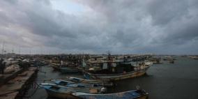 الاحتلال يغلق معابر غزة ويلغي مساحة الصيد كليا