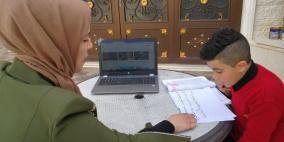 المعلمة فداء تواصل تدريس طلبتها رغم إعلان حالة الطوارئ..!