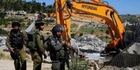 الاحتلال يهدم مسكنين وحظيرة أغنام في السواحرة