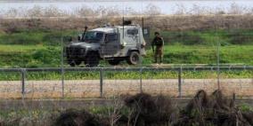 الاحتلال يطلق نار وقنابل غاز على مزارعين شرق خان يونس