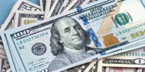 الدولار يهوي وسط توقعات بتساهل أكبر للمركزي الأمريكي إزاء التضخم