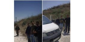 الاحتلال يحتجز 4 من ضباط شرطة المباحث على حاجز حوارة جنوب نابلس