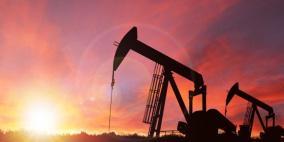 النفط يهبط مع توقع المتعاملين تقليص تخفيضات إنتاج أوبك+