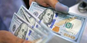 الدولار يصعد مع تركيز المستثمرين على ضعف بيانات مبيعات التجزئة في الصين