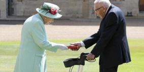 ملكة بريطانيا تمنح جامع تبرعات عمره 100 عام لقب السير