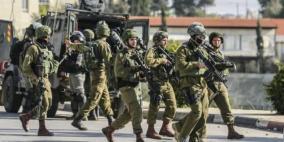 قوات الاحتلال تقتحم البيرة وتفتش منازل