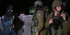 الاحتلال يعتقل 13 مواطنا من الضفة بينهم فتاة
