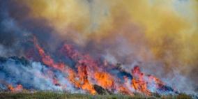 15 حريقا في غلاف غزة والاحتلال يقلّص مسافة الصيد