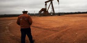 وكالة الطاقة الدولية ترى سوق النفط عالقة بين تباطؤ محدود وتعاف متعثر
