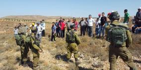 اصابة شابين في هجوم للمستوطنين على مزرعتين في قصرة