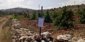 إخطار لمواطن بإخلاء أرضه في بيت لحم