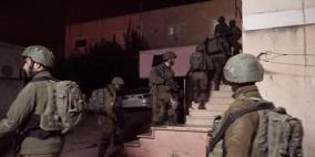 قوات الاحتلال تقتحم بلدة كوبر وتعتقل شابين