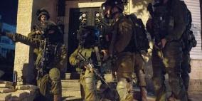 قوات الاحتلال تعتقل ثمانية مواطنين من الضفة