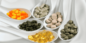 مكملات غذائية وفيتامينات مهمة لمن هم فوق 50 سنة