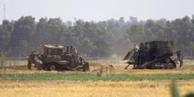 الاحتلال يتوغل شرق البريج ويجرف أراضي وسط اطلاق نار