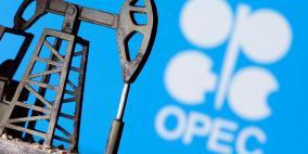 النفط يهبط مع إرجاء أوبك+ محادثات