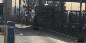 فيديو.. الاحتلال يطلق النار على فلسطيني بزعم محاولة الطعن