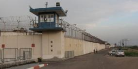 إصابة أسير بكورونا في سجن النقب وإغلاق كافة الأقسام
