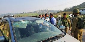 الاحتلال يواصل اغلاق دير نظام وينصب حاجزين شمال رام الله