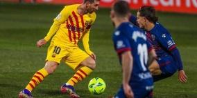 برشلونة يتخطى هويسكا بصعوبة ويتقدم للمركز الخامس