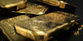 الذهب ينزل في ظل تعافي الدولار