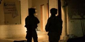 اعتقالات تطال 10 مواطنين