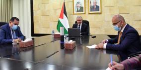 اشتية يدين منع اسرائيل منح تأشيرات لطواقم حقوق الإنسان