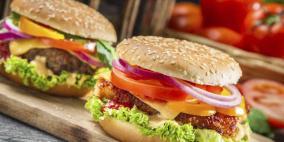 خطر حقيقي.. هذا ما يحدث لجسمك عند تناول وجبة سريعة يوميا!