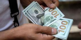 الدولار يربح مع تدافع المستثمرين صوب الأمان