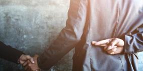 علماء النفس يكشفون علامة جديدة لكشف كذب الرجال !