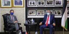 الشيخ يطلع ممثل الاتحاد الأوروبي على الانتخابات القادمة