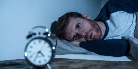5 حيل بسيطة تساعدك على النوم عند الاستيقاظ منتصف الليل