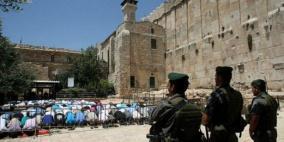 الآلاف يؤدون صلاة الجمعة الأولى من رمضان في الحرم الإبراهيمي