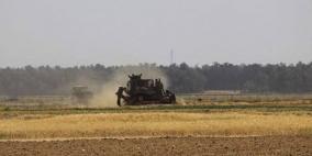الاحتلال يتوغل ويجرف أراضي شرق رفح جنوب قطاع غزة