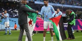 بالصور.. النجم رياض محرز يرفع علم فلسطين في بريطانيا