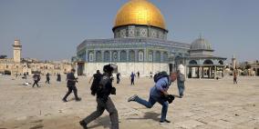 اشتباكات بالأيدي مع قوات الاحتلال داخل المسجد الأقصى