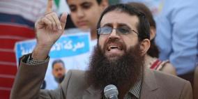 الاحتلال يثبت أمر الاعتقال الإداري بحق الأسير خضر عدنان