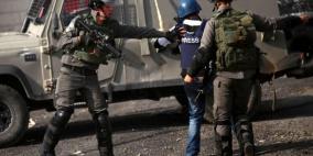 الخليل: مستوطنون يعتدون على صحفيين في تل رميدة وإصابة مواطن بالتوانة