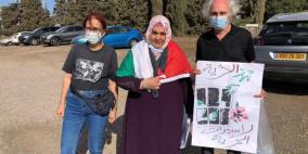 الاحتلال يفرج عن الأسيرة أبو كميل ويمنعها من العودة لغزة