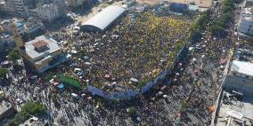 قرابة 300 ألف مواطن يحيون ذكرى عرفات في ساحة السرايا
