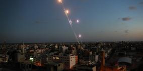 الاعلام العبري: 350 صاروخًا أُطلق من غزة منذ أمس
