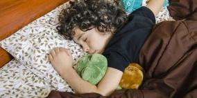 طفل بصحة جيدة ينام 11 يوما متتالية