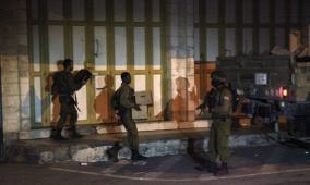 الاحتلال يغلق محلا تجاريا في بيت جالا