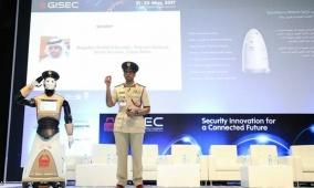 شرطة دبي تضم شرطي آلي الى طاقمها